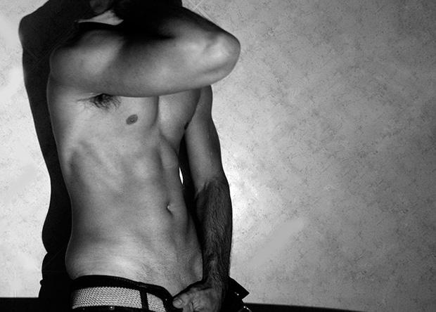 Heiße Gays suchen zu Hause geile Erotik und bieten auch Camsex an