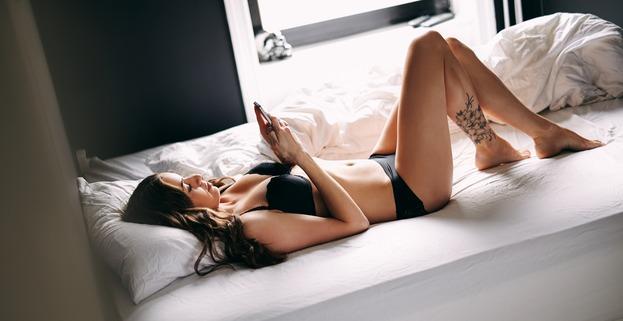 Telefonsex mit Cam - Du siehst das Girl Live während du mit ihr Sex am Telefon hast!