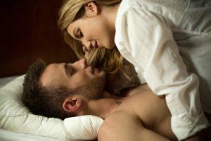 Zärtlichkeiten gibt es nur im Bett - nicht in der Öffentlichkeit!