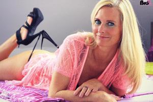 DirtyTina - die geile deutsche MILF mit blonden Haaren