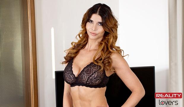Die geile Micaela Schäfer zeigt sich nackt in ihrem neusten Erotikvideo