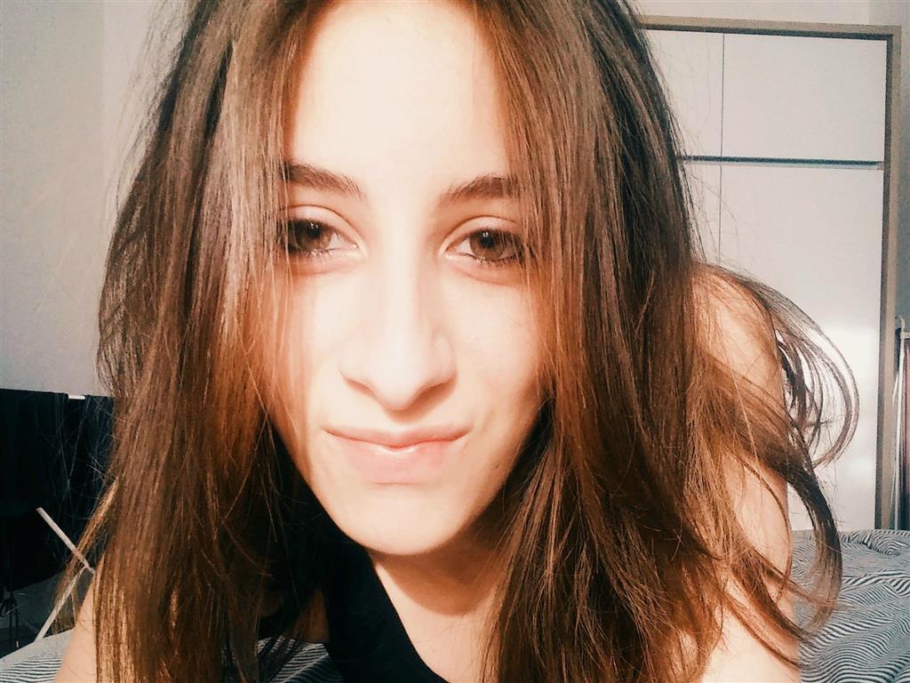 Jenny23 aus Berlin Schöneberg steht auf Analsex
