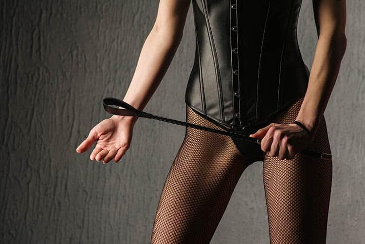 In vielen Fetischportalen suchen Femdoms nach unterwürfigen Sklaven