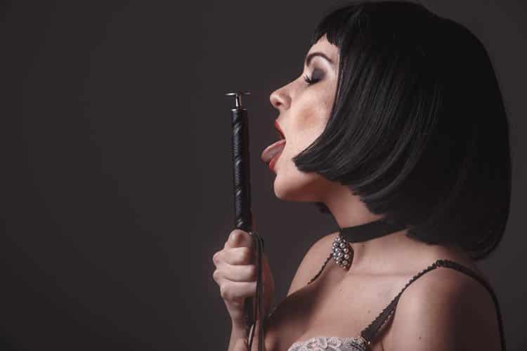 Private Dominas und Herrinnen erziehen, erniedrigen und foltern dich - wenn du es willst!