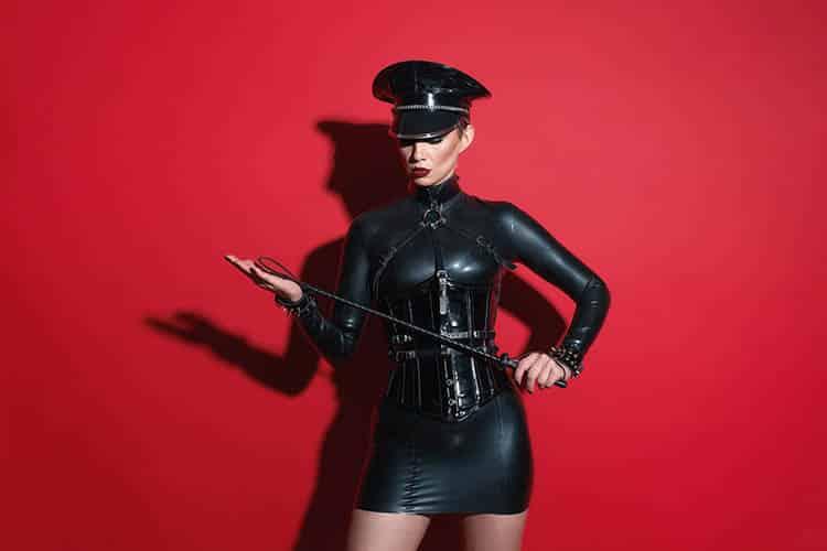 Bei einer privaten Herrin aus München lässt du dich zum privaten Sklaven erziehen